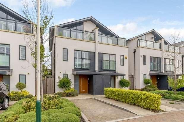 3 Bedrooms Semi Detached House for sale in Godwin Terrace, Romford, Greater London