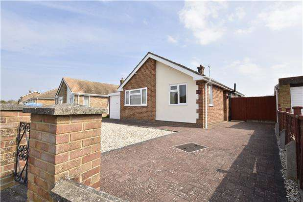 2 Bedrooms Detached Bungalow for sale in Moreton Close, Bishops Cleeve, GL52