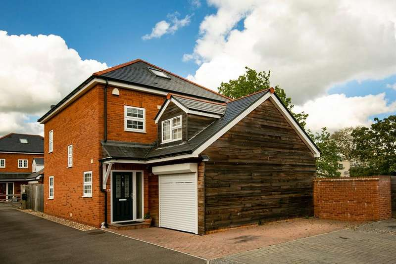 4 Bedrooms Detached House for sale in Church Street Mews, Theale, Reading, RG7 5BF