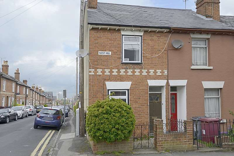 2 Bedrooms Terraced House for sale in West Hill, Reading, Berkshire, RG1