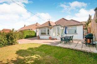 3 Bedrooms Bungalow for sale in Claremont Road, Denton, Newhaven, East Sussex