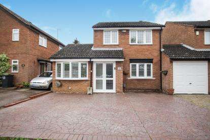 3 Bedrooms Detached House for sale in Blakeney Drive, Luton, Bedfordshire, .