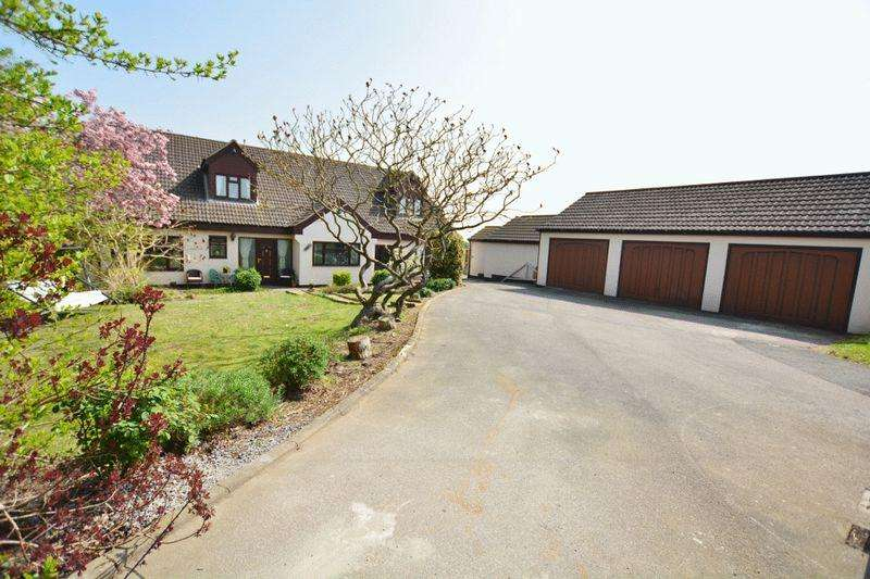 4 Bedrooms Detached Bungalow for sale in Northfield Road, Messingham, Scunthorpe
