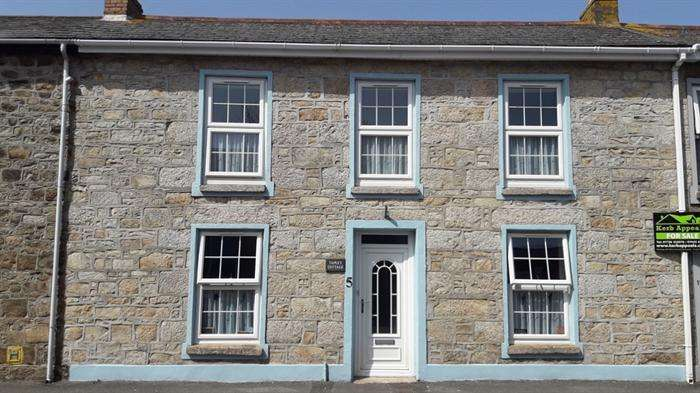 3 Bedrooms Terraced House for sale in Camborne, Cornwall.
