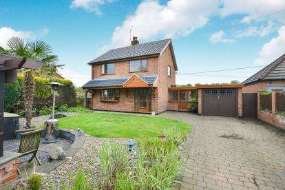 3 Bedrooms Detached House for sale in Mickledale Lane, Bilsthorpe, Newark
