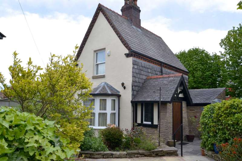 2 Bedrooms Cottage House for sale in Moorside Avenue, Bolton