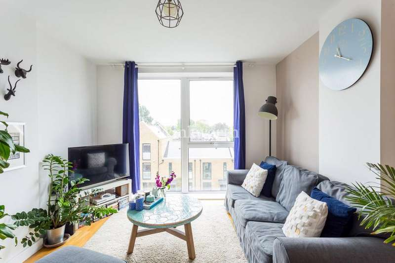 2 Bedrooms Flat for sale in Butterfly Court, Bathurst Square, London, N15