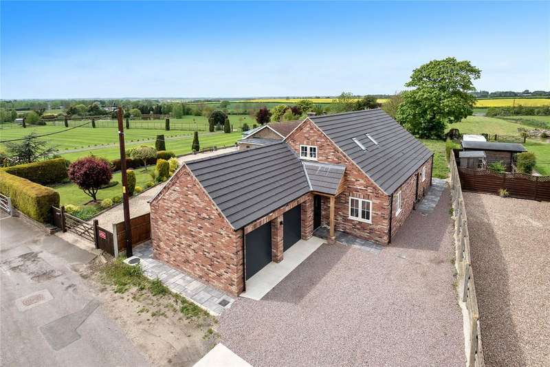 5 Bedrooms Detached House for sale in West End, Walcott, LN4