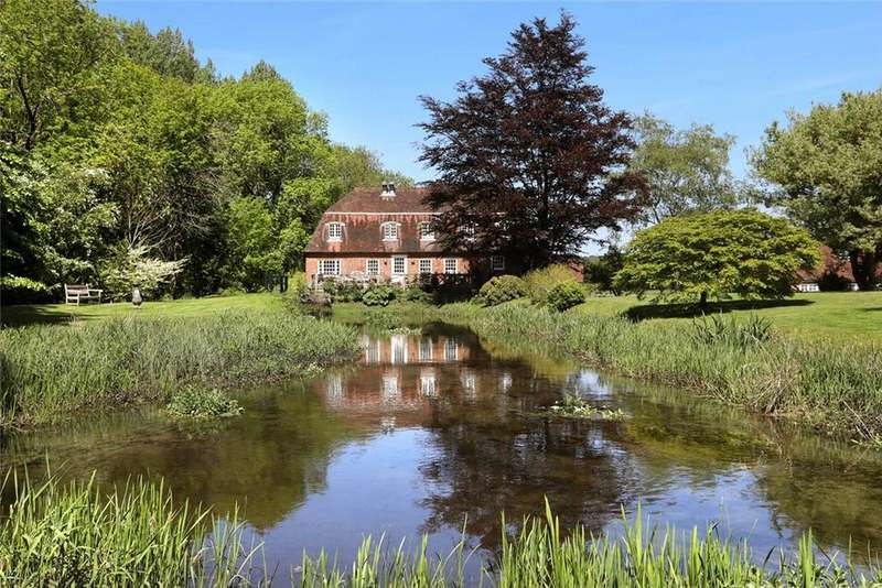 4 Bedrooms Detached House for sale in Poland Lane, Odiham, Hook, Hampshire, RG29