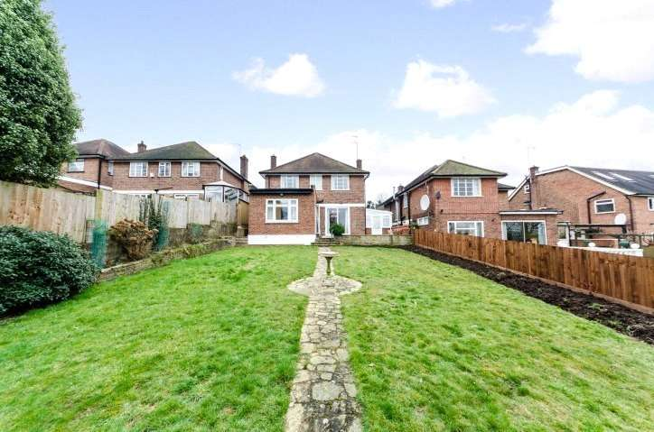 4 Bedrooms House for rent in The Ridings, Ealing, London, W5