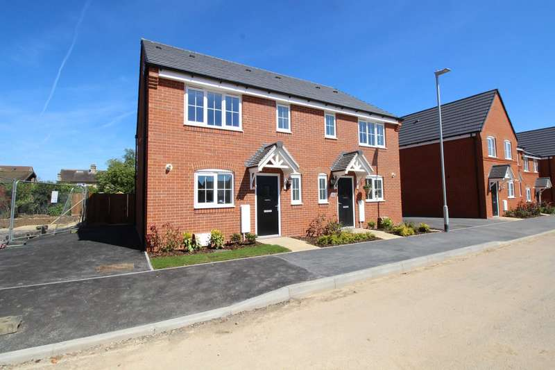 3 Bedrooms End Of Terrace House for rent in Wren Close, Lower Stondon, Bedfordshire , SG16