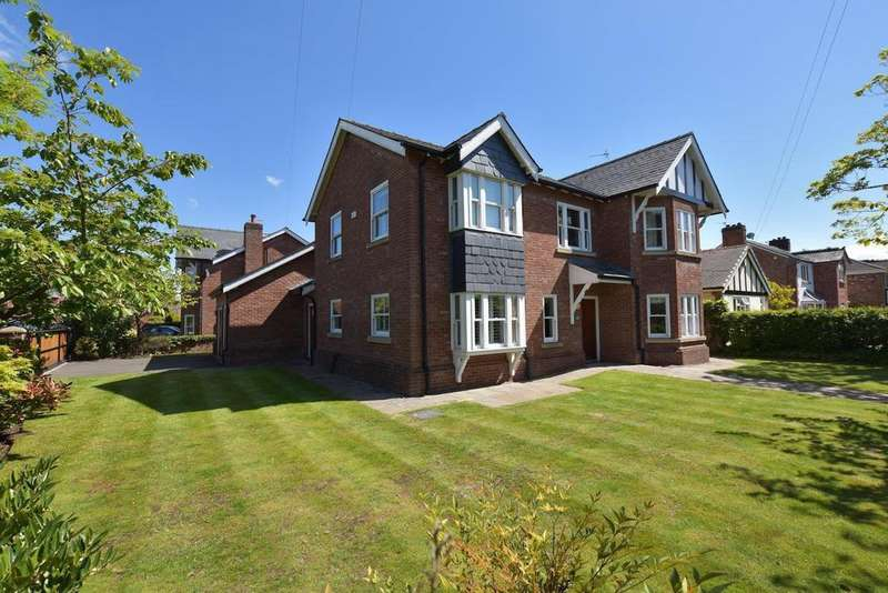 4 Bedrooms Detached House for sale in Ack Lane West, Cheadle Hulme/Bramhall Border, SK8