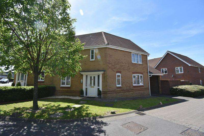 3 Bedrooms Semi Detached House for sale in Britton Gardens Kingswood