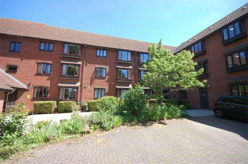 1 Bedroom Retirement Property for sale in Churchill Court, Beaconsfield Road, Aylesbury, Buckinghamshire