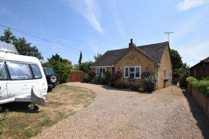 2 Bedrooms Bungalow for sale in Steeple, Southminster, Essex