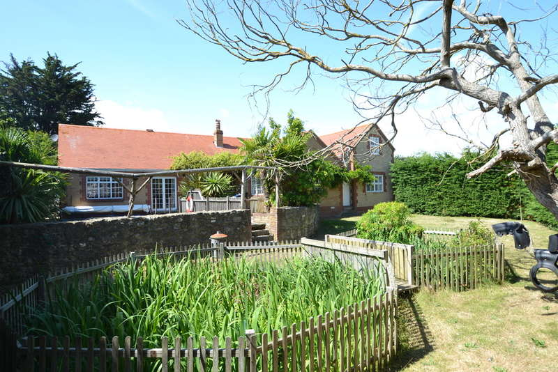 4 Bedrooms Detached Bungalow for sale in Oakhill Road, Seaview
