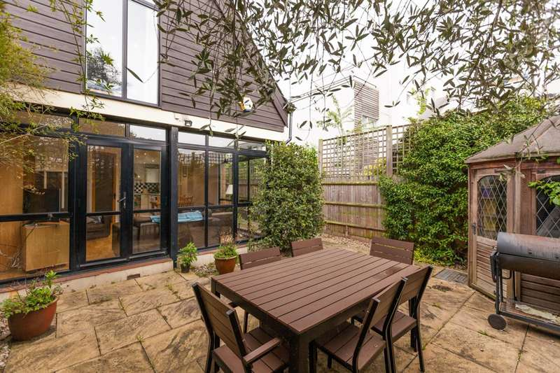 3 Bedrooms Semi Detached House for sale in Rush Common Mews, Brixton Hill, SW2