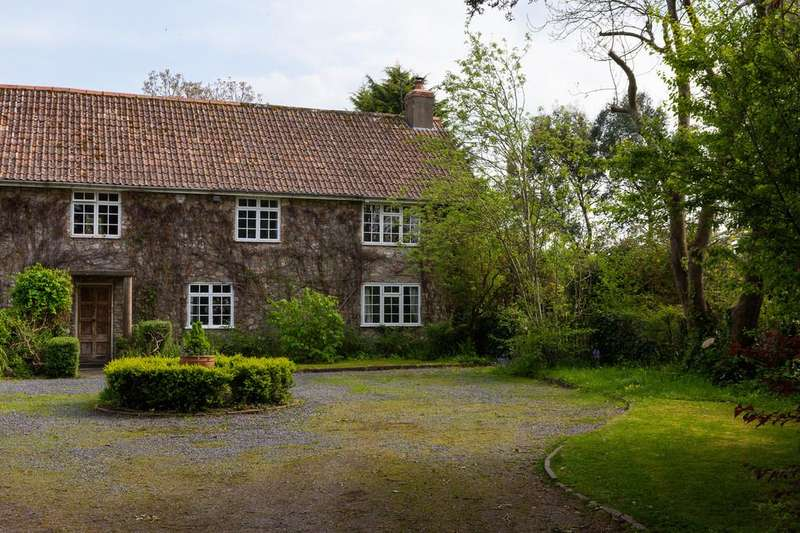 4 Bedrooms Farm House Character Property for sale in Farmhouse sitting in over 3 acres