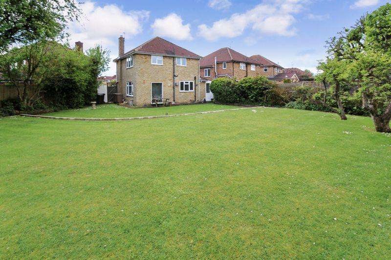 3 Bedrooms Detached House for sale in Corncrake Close, Luton