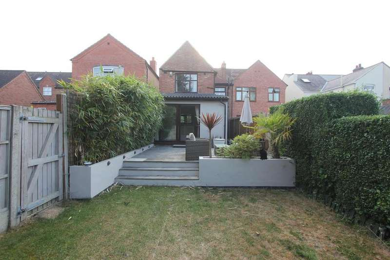 3 Bedrooms Semi Detached House for sale in Hinckley Road, Burbage