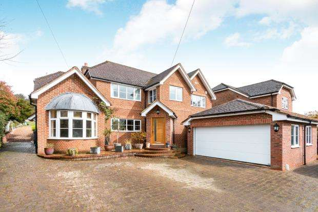 4 Bedrooms Detached House for sale in Hartley Wintney, Hook, Hampshire