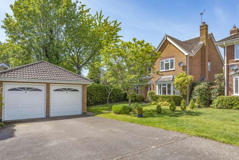 4 Bedrooms Detached House for sale in Glyncastle, Caversham Heights, RG4