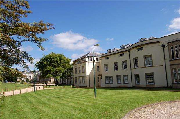 3 Bedrooms Flat for sale in Long Fox Manor, 825 Bath Road, Brislington, BRISTOL, BS4 5RT