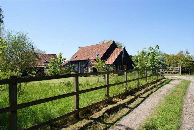 4 Bedrooms Barn Conversion Character Property for sale in Cocks Road, Eye, Suffolk