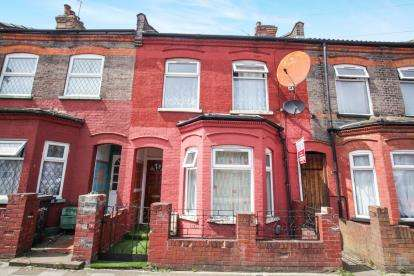 3 Bedrooms Terraced House for sale in Ash Road, Luton, Bedfordshire, .