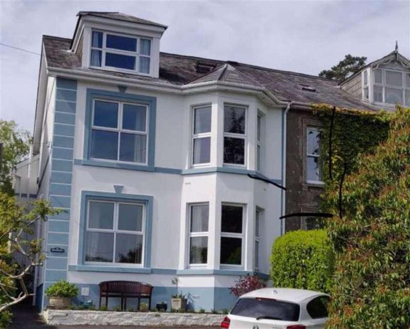 5 Bedrooms Semi Detached House for sale in Wellfield Road, Carmarthen