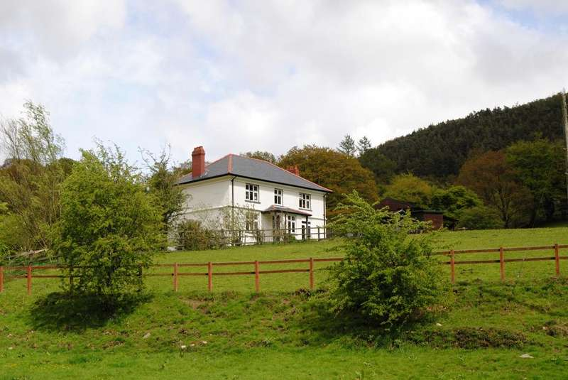 4 Bedrooms Detached House for sale in Hollybush CAERPHILLY