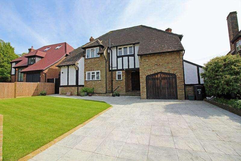4 Bedrooms Detached House for sale in Glebe Hyrst, Sanderstead, Surrey