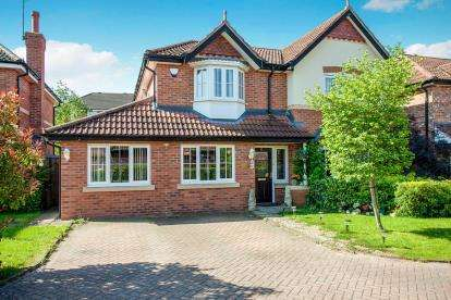 4 Bedrooms Detached House for sale in Glenville Close, Cheadle Hulme, Cheshire
