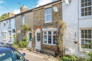 3 Bedrooms Terraced House for sale in Russell Place, Oare, Faversham, Kent