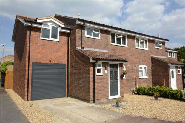 4 Bedrooms Semi Detached House for sale in Derwent Close, Wokingham, Berkshire