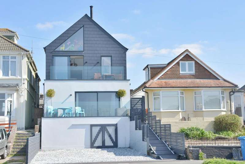 4 Bedrooms Detached House for sale in Sterte Esplanade, Poole, BH15 2BA