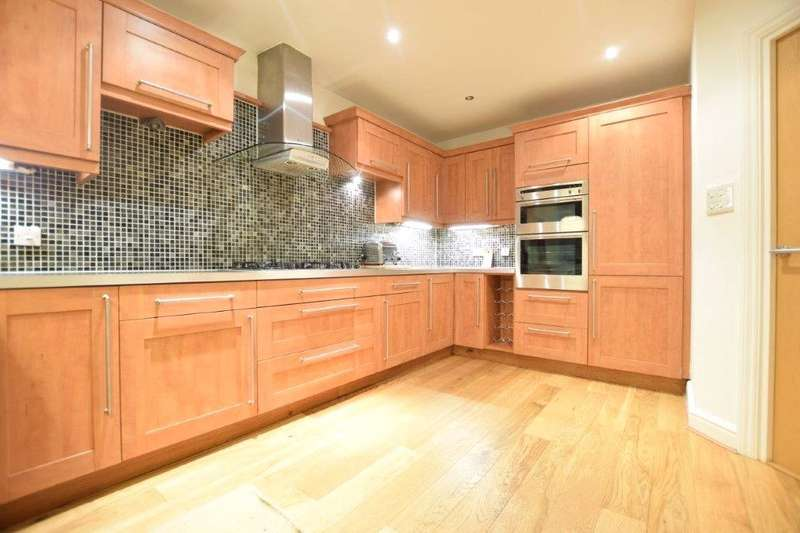 6 Bedrooms Terraced House for rent in Barkers Meadow, Ascot, Berkshire, SL5