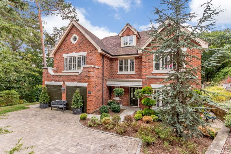 6 Bedrooms Detached House for sale in Tattingstone Close, Lower Bourne, Farnham, GU10