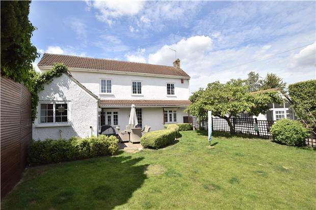 4 Bedrooms Detached House for sale in Bath Road, Longwell Green, BS30 9DG