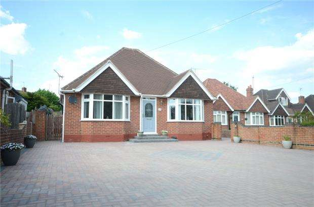 3 Bedrooms Detached Bungalow for sale in Mayfield Avenue, Calcot, Reading