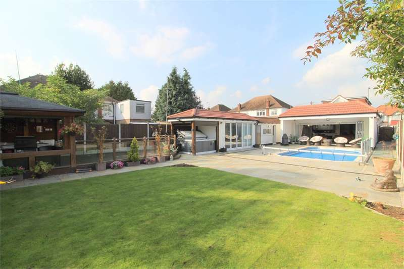 5 Bedrooms Detached House for sale in Feltham Road, Ashford, TW15