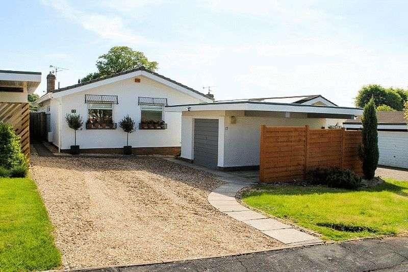 3 Bedrooms Property for sale in Karen Close, Backwell