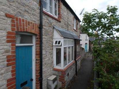 2 Bedrooms Terraced House for sale in St. Hilarys Terrace, Denbigh, Denbighshire, LL16