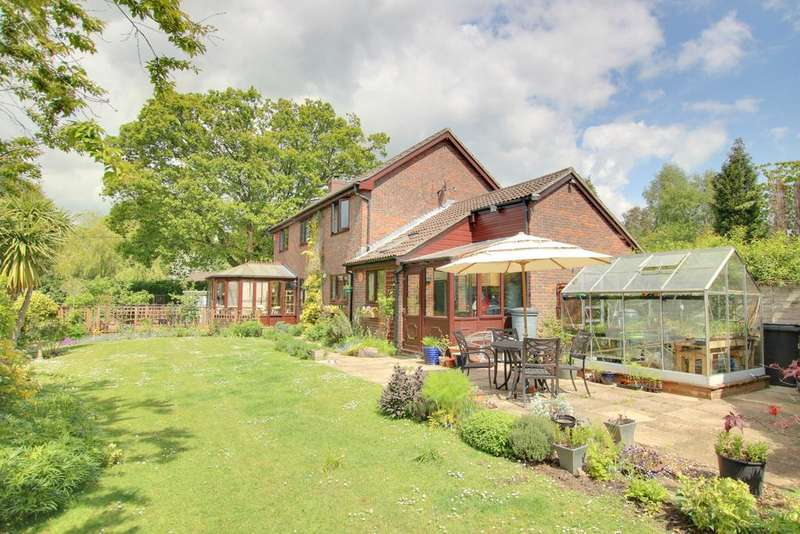 4 Bedrooms Detached House for sale in SHIRRELL HEATH