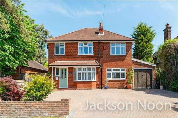 4 Bedrooms Detached House for sale in Meadow Walk, Ewell Village