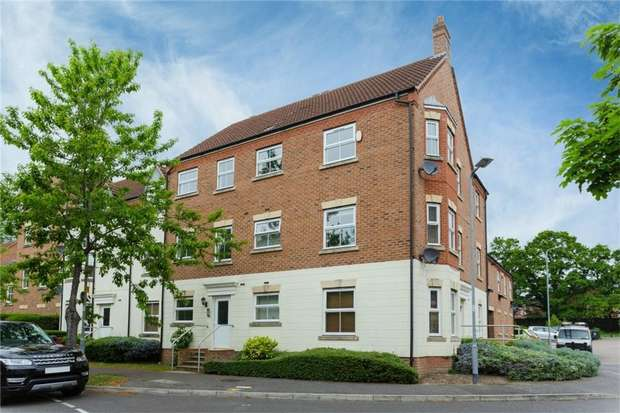 2 Bedrooms Flat for sale in Parsons Road, Langley, Berkshire