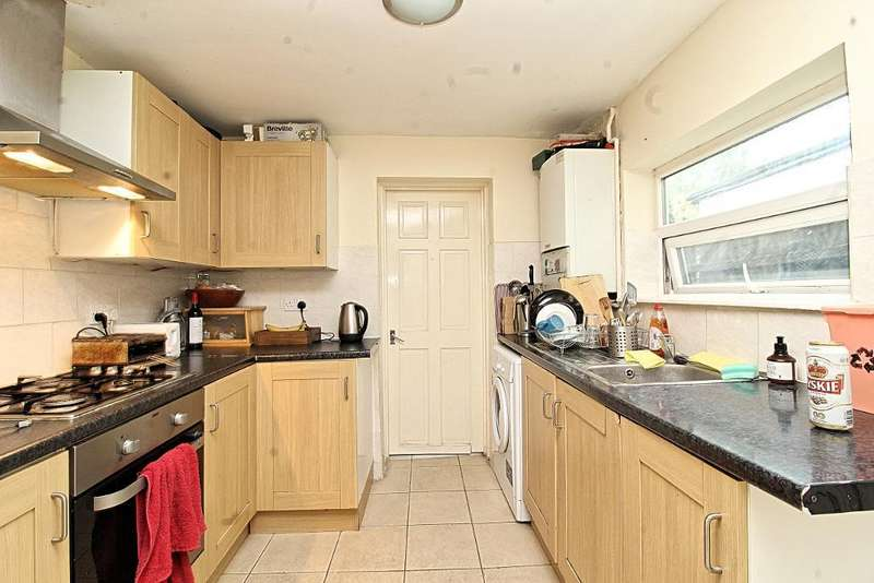 3 Bedrooms Terraced House for sale in Carlton Road, LONDON, E17 5RE