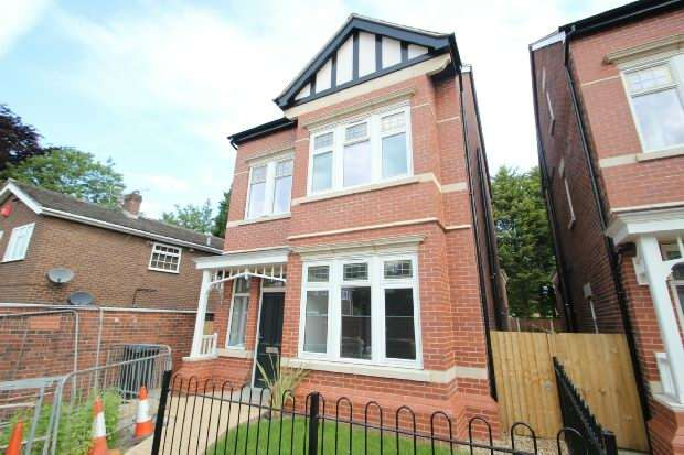 4 Bedrooms Detached House for sale in Harboro Road, Sale