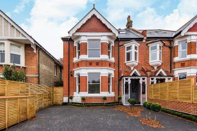 2 Bedrooms Flat for sale in Birch Grove, West Acton / Ealing Common borders, London