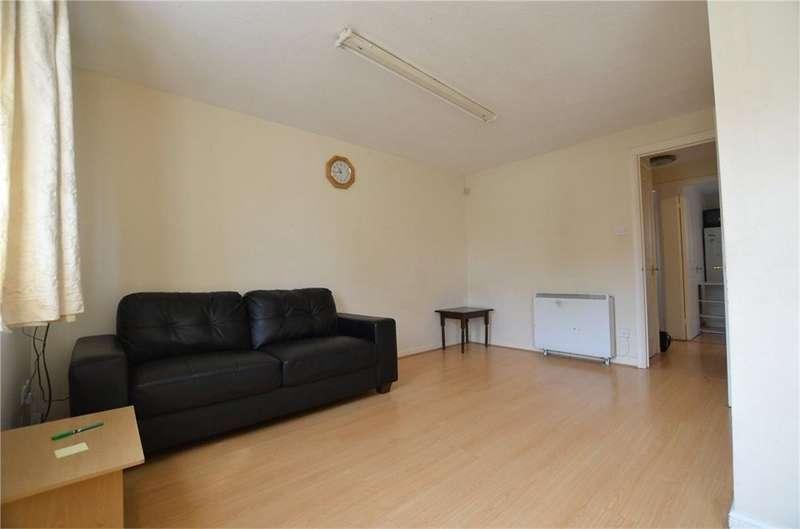 2 Bedrooms Flat for sale in Franklin Avenue, Slough, Berkshire